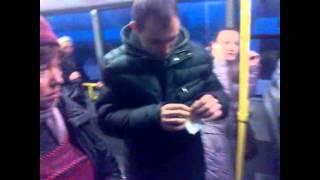 Taxatoare bătăușă pe o rută municipală de autobuz