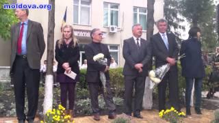 Bustul lui Eugeniu Coșeriu inaugurat la Mihaileni