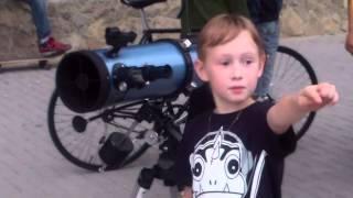 Cu telescopul pe mal de lac, în Valea Morilor