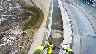 Bikers Riopardo | Pedalando no corrimão de uma barragem a 200 m de altura