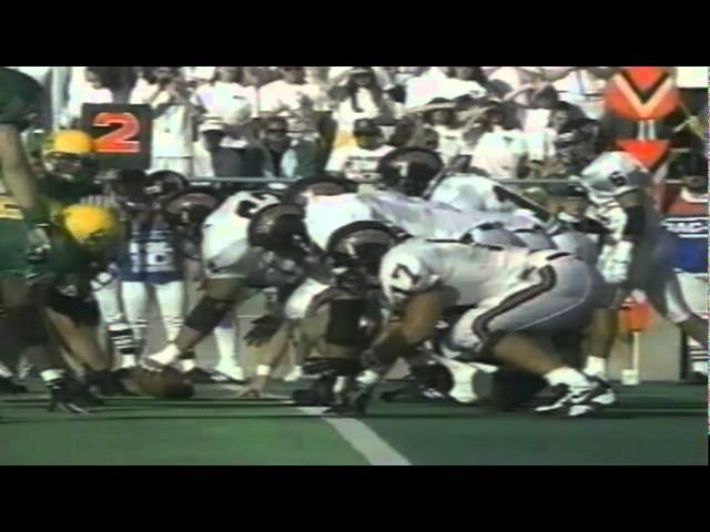 Oregon LB Derrick Barnes recovers a fumbled pitch vs. Pacific 10-07-95