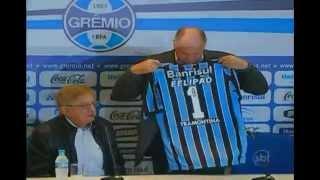 O técnico Luiz Felipe Scolari assumiu oficialmente o comando do Grêmio no fim da manhã desta quarta-feira. Durante a cerimônia de apresentação ao clube, na Arena gremista, o treinador explicou que não aceitaria trabalhar em outro lugar neste momento em que busca a recuperação da carreira.