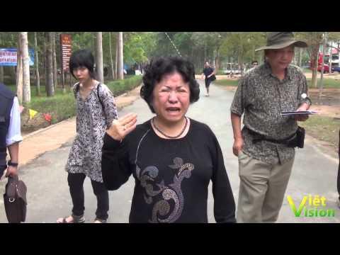 Ông Nguyễn Ngọc Lập trả lời phỏng vấn.Bà Phùng Tuệ Châu xúc động bật khóc ở Địa đạo Củ Chi