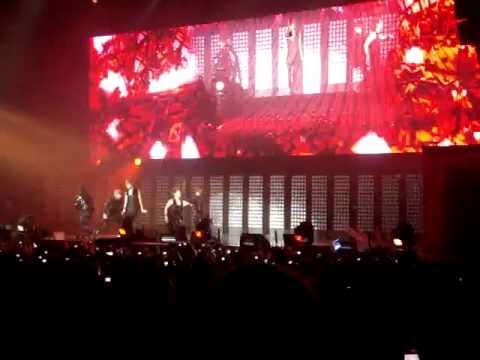 [FanCam] SM Town, Paris : June 10th 2011. SHINee - Lucifer.