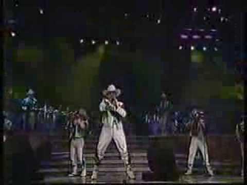 Banda Maguey - Tumbando Caña (En Vivo)