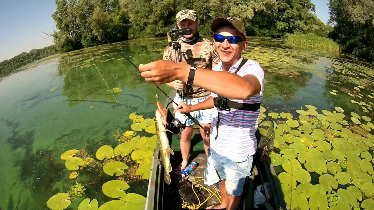 ловля на малых реках с лодки видео