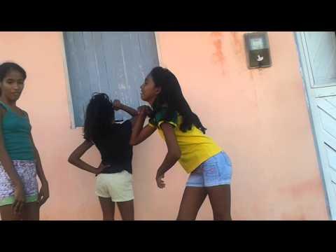 Meninas dançando anita bla,bla,bla