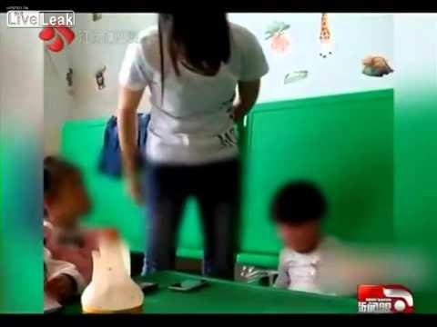 Bảo mẫu Trung Quốc hành hạ, ngược đãi trẻ em