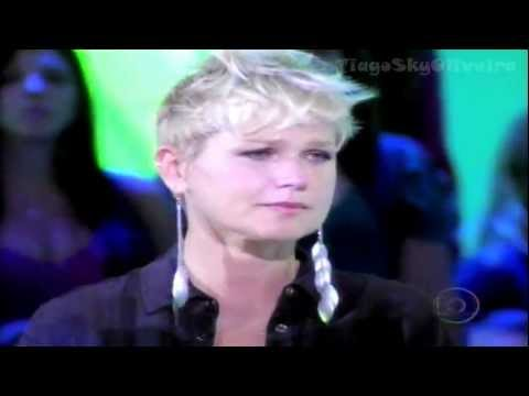 Xuxa emocionada com a música