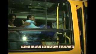 Alunos da Apae sofrem com o transporte em �nibus