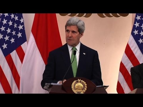 Kerry slams Russia for 'enabling' Assad to stay in power