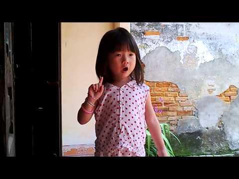 Linh Chi 3 tuổi đọc bài thơ: Đi Nắng
