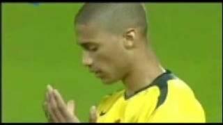 pemain bola muslim yang muslim klik wow itung itung amal