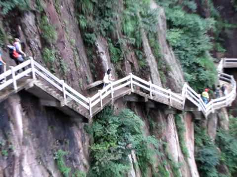 Wolking on Air at Huang Shan - The Yellow Mountain