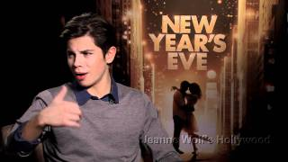Jake T. Austin Gets His First On-Screen Kiss With Guess Who?