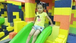 BÉ CHƠI NHÀ BÓNG 😍 Một ngày ở khu vui chơi trẻ em ♥ Dâu Tây Channel