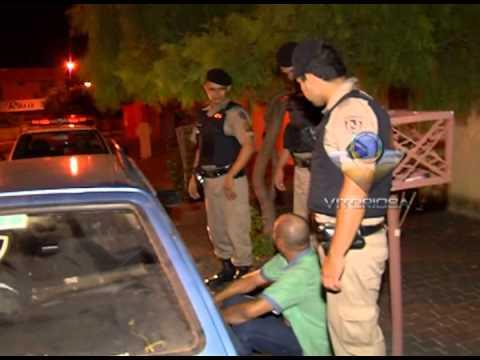 Polícia socorre motorista que estaria embriagado