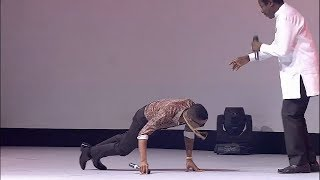 Wizkid Prostrates To King Sunny Ade during a colabo performance @ EbonyLife TV Launch [VIDEO]