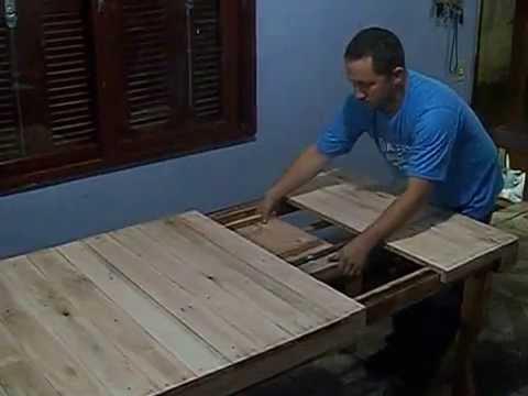 Mesa extencivel com madeira reciclada
