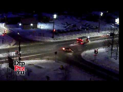 Форд фокус столкнулся с пожарной машиной