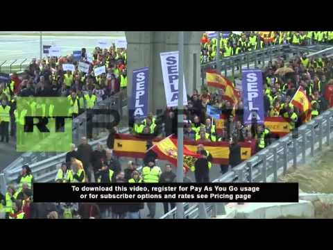 Spain: Iberia workers strike causes air chaos
