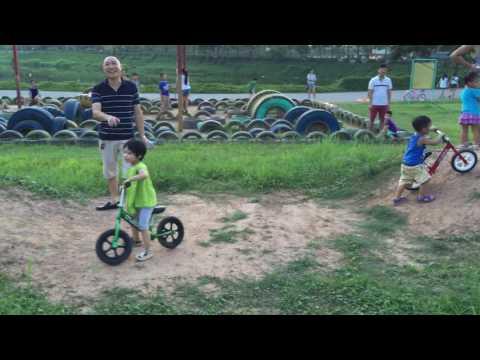 Đua xe thăng bằng ở công viên Yên Sở