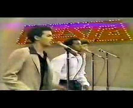 """Alex Bueno, canta: """"Tengo Miedo"""" 1983"""