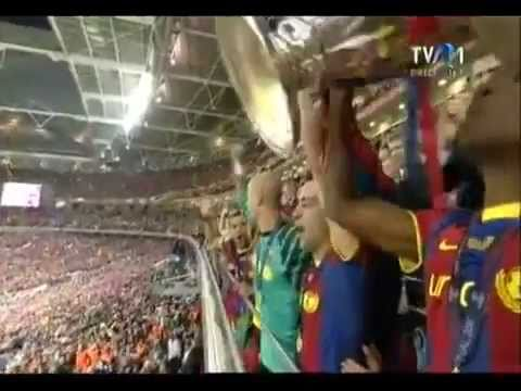 PUYOL lets ABIDAL lift the cup ( FC Barcelona vs Manchester United ) UCL Final Wembley London!