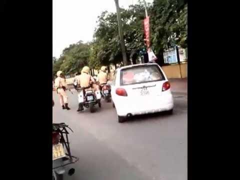 [Cực Hot] Cảnh sát đuổi bắt ôtô điên như phim hành động Hà Nội