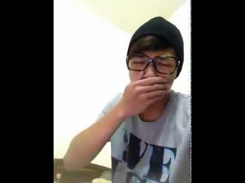Chàng trai vừa khóc vừa hát tặng người yêu vào Valentine =)))