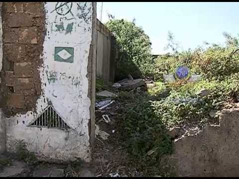 Imóvel abandonado no São Jorge vira abrigo para sujeira e usuários de drogas