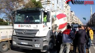 Akhisar'da Beton Mikseri Can Aldı