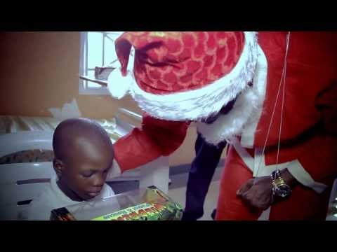 Santa basketmouth visits the kids [VIDEO]