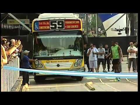 UNA VERGÜENZA! Usain Bolt le ganó al Metro-bus en Buenos Aires.