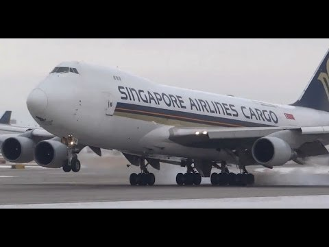 Heavy Jets, Landings and Reverse Thrust - Plane Spotting at Chicago O'Hare International Airport