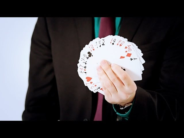 How to Do a One-Handed Fan Variation | Magic Card Flourishes