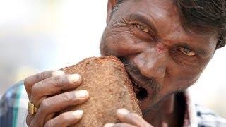 Orang ini kecanduan makan bata, lumpur, dan kerikil