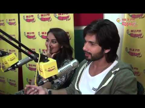Shahid Kapoor and Sonakshi Sinha talk about 'R... Rajkumar at the Mirchi Studios