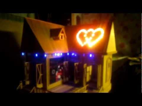 Nhà làm bằng tăm tre bật đèn