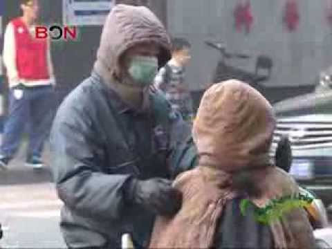 How Chinese deal with air pollution? -- Eating pig blood and pears!