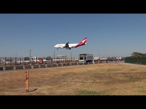 Qantas Airlines B747-400 I landing Sydney Airport