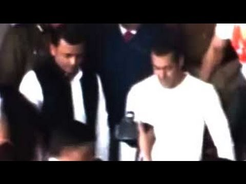 Bollywood stars arrive for Mulayam's festival