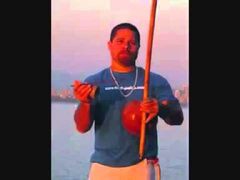mestre barrao  mundo enganador (musica de capoeira)