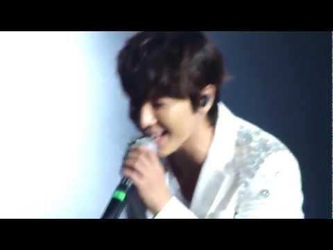 [HD][FANCAM] 120520 Super Junior - Dancing Out @ SM TOWN 2012 LA (Anaheim)