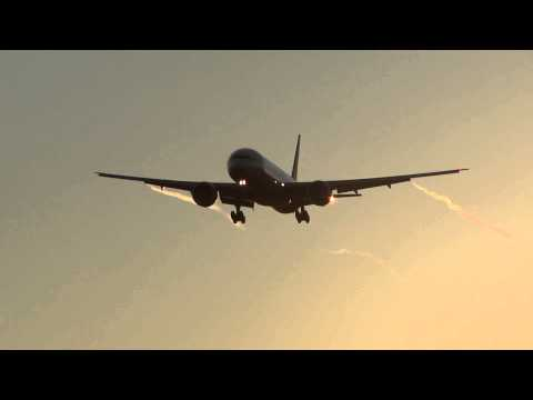 Impressive Wing Vortices - Air India Boeing 777-300ER Landing Chicago O'Hare / Plane Spotting