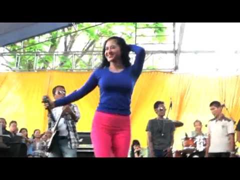 Serunya Dewi Perssik Hadiri Nikahan Massal #2