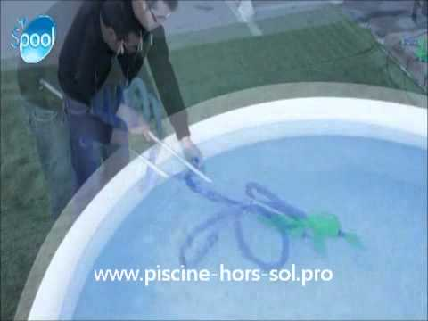 Balai manuel de piscine little vac youtube for Balai piscine hors sol