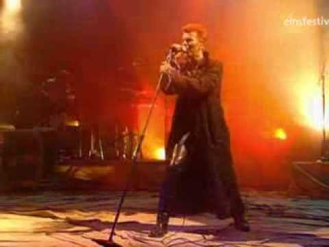 Thumbnail of video David Bowie - Moonage Daydream (live)