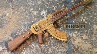 Orang ini membuat gitar mirip senjata AK47
