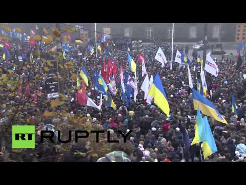 Ukraine: Tear gas clouds Kiev as clashes break out at pro-EU rally